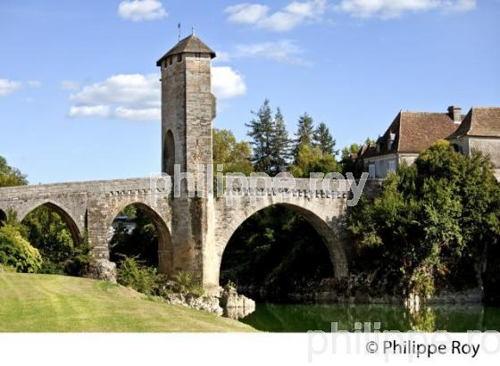 LE PONT MEDIEVAL FORTIFIE  D' ORTHEZ,  BEARN, PYRENEES ATLANTIQUES. (64F03519.jpg)